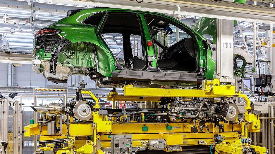 البدء بإنتاج سيارات Porsche Macan 2019 المحدثة في مصنع بورش