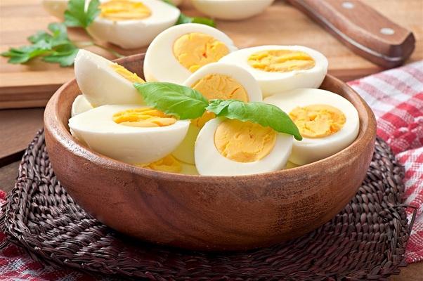 ما هي المدة المناسبة لسلق البيض الأنباط