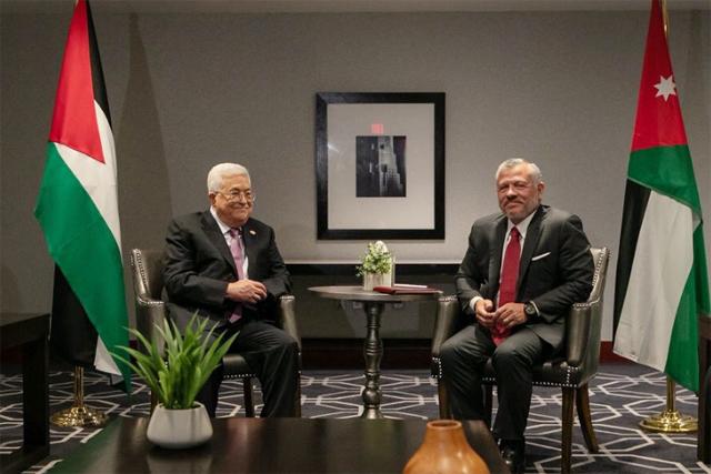 الملك يجري اتصالا هاتفيا مع الرئيس الفلسطيني